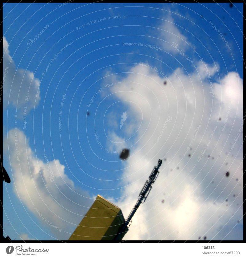 SMART IM QUADRAT Baracke reinschauen Spiegel Spiegelbild Antenne Dresden Post Straßennamenschild Himmel pusteln Pendant dreckig Bild Turm Stein Rost