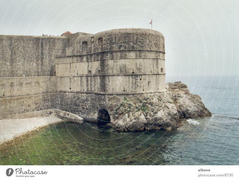 Wellenschutzmauer Brandung Architektur Stadtmauer Wasser Höhleneingang
