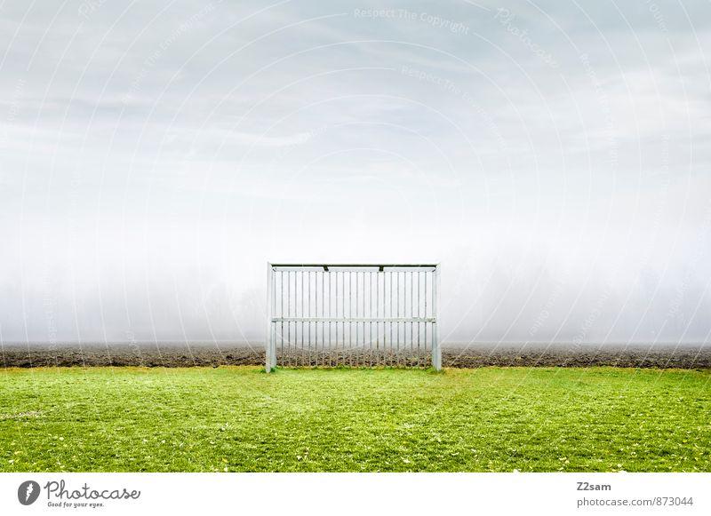 SPIEL R A U M Freizeit & Hobby Spielen Sportstätten Fußballtor Fußballplatz Natur Landschaft Himmel Herbst schlechtes Wetter Nebel Gras Wiese Feld eckig einfach