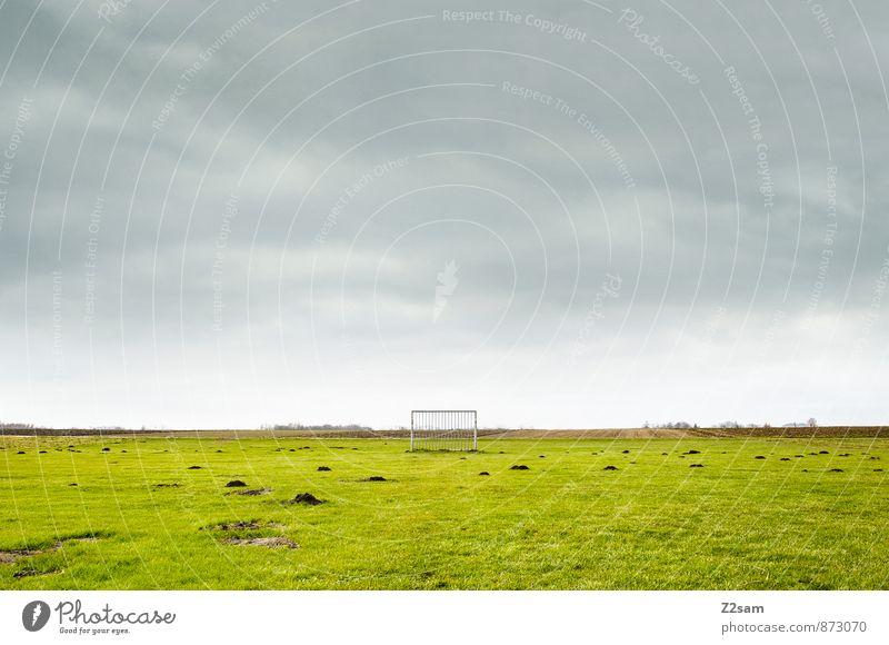 SPIEL R A U M Leben Freizeit & Hobby Sport Ballsport Sportstätten Fußballplatz Natur Landschaft Himmel Wolken Horizont Sommer Gras Wiese Feld einfach frisch