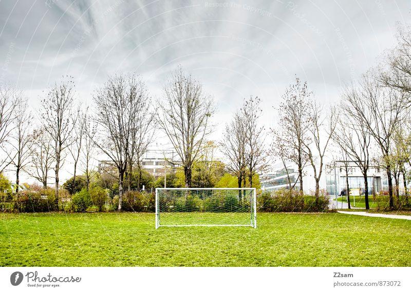 SPIEL R A U M Himmel Natur Jugendliche blau Stadt grün Sommer Baum Einsamkeit ruhig Wolken Herbst Wiese Gras natürlich Sport