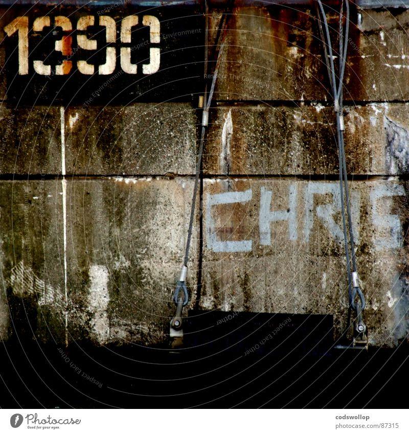1390 thoughts Mauer Graffiti Kommunizieren Ziffern & Zahlen Häusliches Leben Spuren Vergänglichkeit Typographie gemalt Drahtseil Schablone Bruchstelle