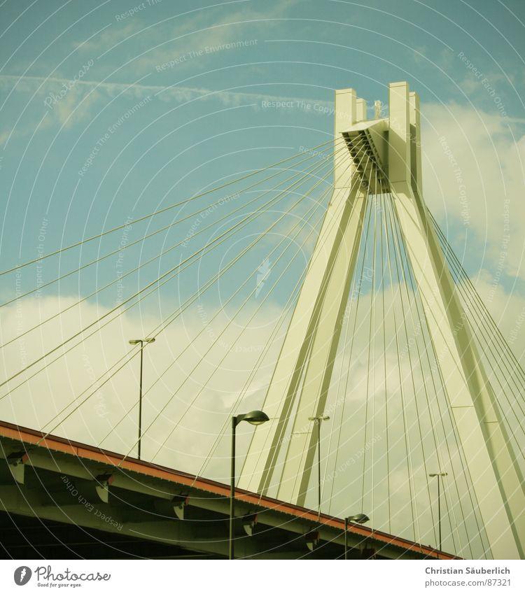 ROAD TO HEAVEN Wolken Hochstraße Schnellstraße Speedway Rennen Ludwigshafen gemalt Brücke Himmel Pylon