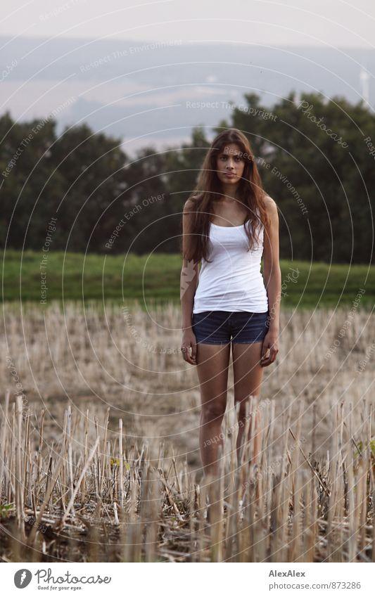 Feldfrüchtchen Jugendliche schön Baum Junge Frau Landschaft 18-30 Jahre Erwachsene Traurigkeit feminin natürlich Idylle Sträucher stehen warten ästhetisch