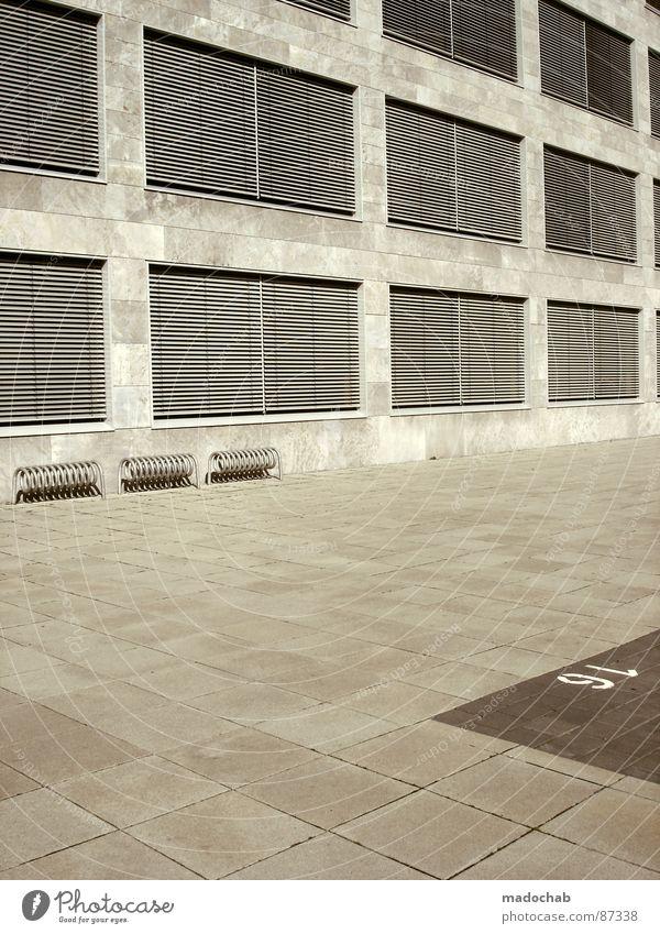 EMMA - ICH WILL BLÜMCHENSEX *HICKS* unpersönlich Schalterhalle Plattenbau grau kalt Block Beton anonym schäbig Einsamkeit Gebäude Eingang Haus Frankfurt am Main