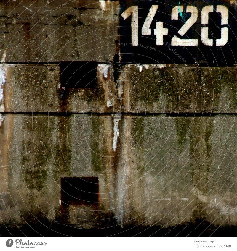 : 1420 ideas Mauer Graffiti Kommunizieren Ziffern & Zahlen Häusliches Leben Spuren Vergänglichkeit Typographie gemalt Schablone Bruchstelle