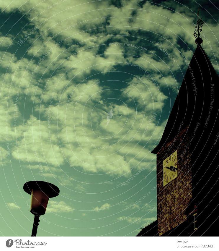 Don't look down Wetterhahn Altokumulus floccus Uhr Vergänglichkeit Kirchturm Herbst berühren Religion & Glaube Frieden Himmel Wolken Sonntag Protestantismus