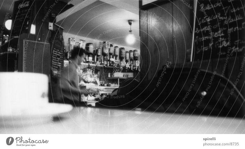 Café in Paris Straßencafé Restaurant Gastronomie Frankreich Bar Nachmittag Frühstück trinken Licht Glühbirne Tasse Europa Kellner dienen Tisch Espresso