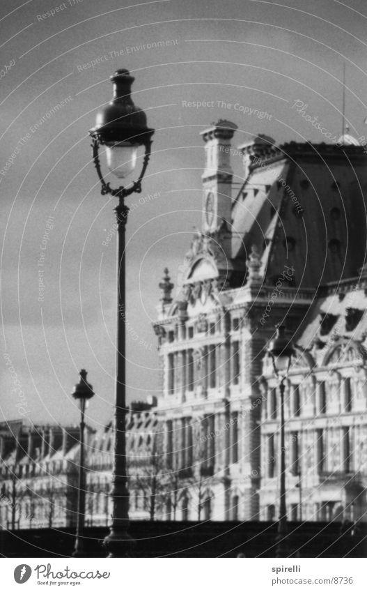 Laterne am Louvre Architektur Paris Frankreich