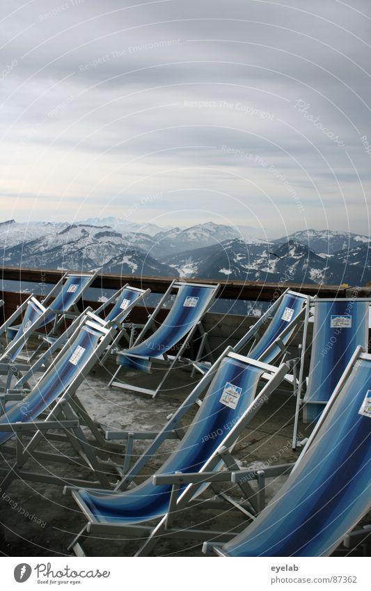 Erhöhte Sitzgruppe Himmel Ferien & Urlaub & Reisen Erholung ruhig Ferne Fenster Berge u. Gebirge Schnee Gebäude grau Wetter Aussicht groß Gipfel Stuhl Alpen
