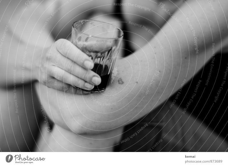 ...Paarfoto Getränk Alkohol Wein Glas Lifestyle Freizeit & Hobby Mensch feminin Erwachsene Leben Haut Arme Hand Finger 1 Tattoo Zeichen Herz Erholung festhalten
