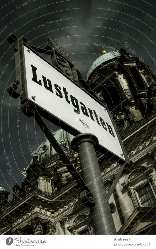 Lustgarten Museumsinsel Berlin-Mitte Platz Wahrzeichen Denkmal Schilder & Markierungen Dom Garten Liebe Kathedrale