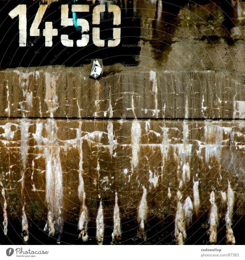 1450 endings Mauer Graffiti Kommunizieren Ziffern & Zahlen Häusliches Leben Spuren Vergänglichkeit Typographie gemalt Schablone Bruchstelle