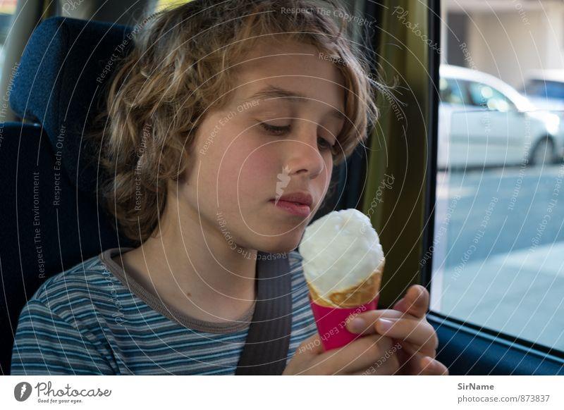 282 [im Auto Eis essen] Mensch Kind Ferien & Urlaub & Reisen Stadt schön Erholung kalt Junge Essen Stimmung Lebensmittel träumen Lifestyle PKW Zufriedenheit