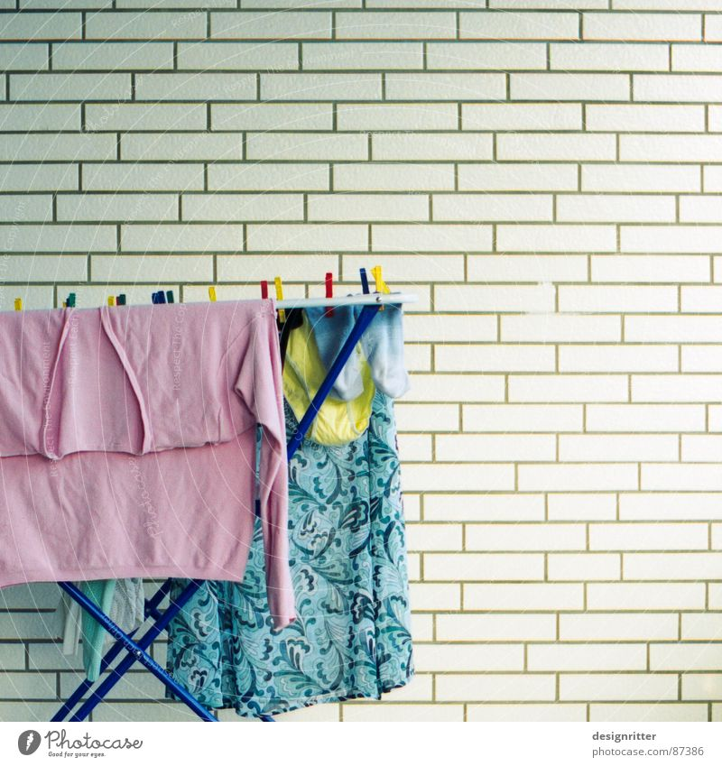 Wäsche zum Quadrat Wäschetrockner rosa Pastellton bleich gelb Unterhose Strümpfe Haushalt wash laundry clothes dryer light socks
