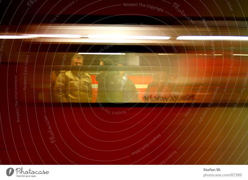 U-Bahn Durchblick Ferien & Urlaub & Reisen Menschengruppe Verkehr Eisenbahn Gleise Frankfurt am Main Bahnhof Station Bahnsteig Passagier Bahnfahren S-Bahn