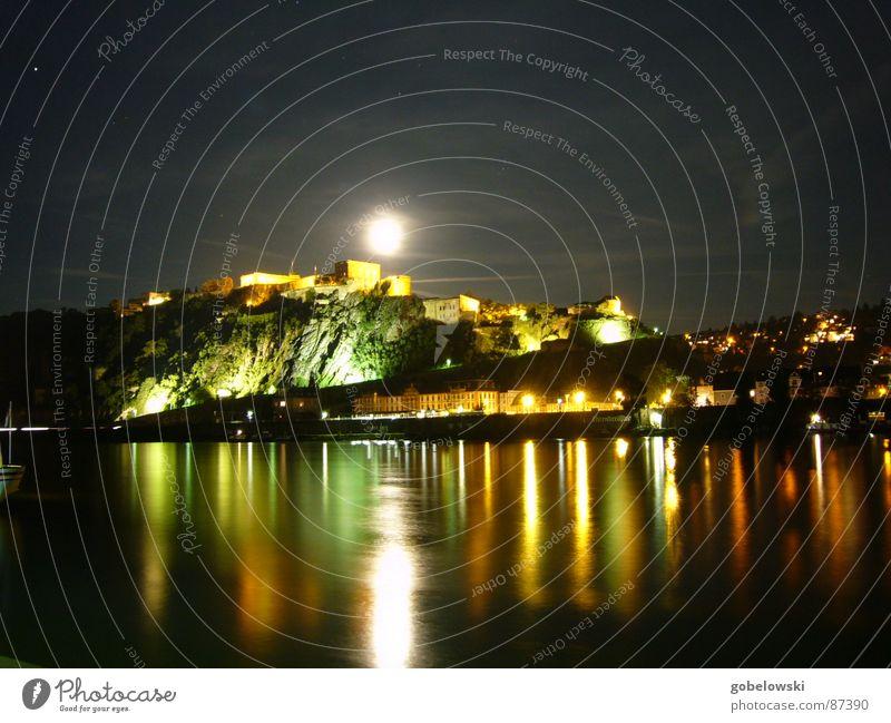 Ehrenbreitstein bei Nacht Wasser Wolken Deutschland Straßenverkehr Elektrizität lang Denkmal Mond historisch Bahnhof Schifffahrt Wahrzeichen Scheinwerfer