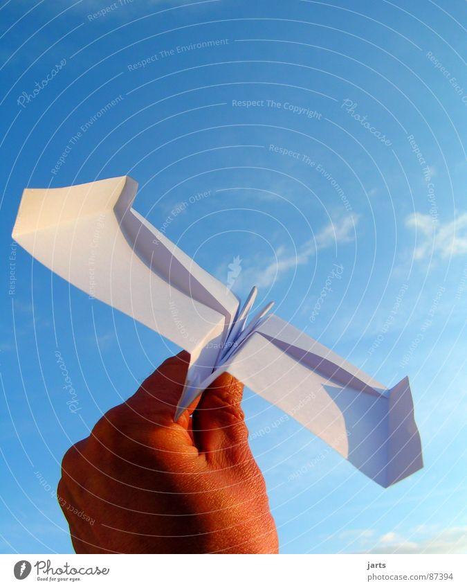 freiflug Hand Himmel Freude Ferien & Urlaub & Reisen Spielen Freiheit träumen Flugzeug fliegen Luftverkehr Schweben werfen loslassen Papierflieger