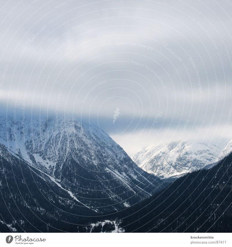 L'Air Bleu Natur Winter Wolken kalt Berge u. Gebirge Nebel Schweiz Dunst unklar trüb Schleier bedecken Bergkette schlechtes Wetter Kamm Skigebiet