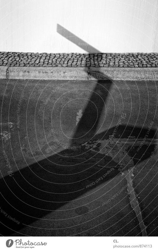 schranke Menschenleer Mauer Wand Verkehr Verkehrswege Straße Wege & Pfade Schranke Stein Beton eckig trist Beginn Sicherheit stagnierend Ziel Barriere