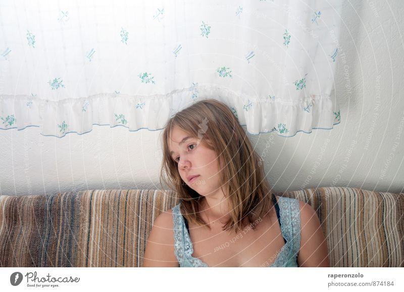 Alles Fertige wird angestaunt, alles Werdende unterschätzt. Mensch Kind Jugendliche weiß Junge Frau ruhig Mädchen Gesicht Leben Traurigkeit feminin Kopf träumen