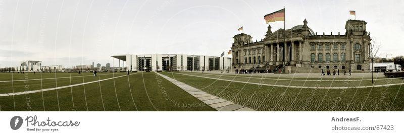 ...wenn ich König von Deutschland waer... Bundeskanzler Amt Regierung Regierungssitz Tiergarten Fahne warten Wiese Reform Berlin historisch Panorama (Aussicht)