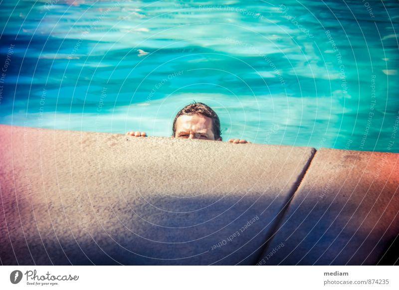 auf der Lauer Mensch Ferien & Urlaub & Reisen Jugendliche Mann Wasser Sommer 18-30 Jahre Junger Mann Erwachsene Wärme Spielen Schwimmen & Baden Kopf maskulin