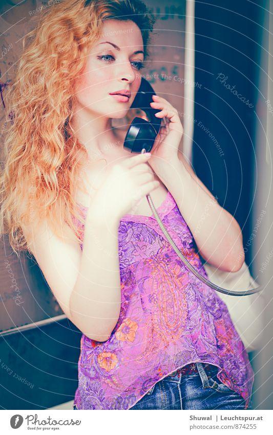 How are you? Flirten feminin Junge Frau Jugendliche 1 Mensch 18-30 Jahre Erwachsene Haare & Frisuren rothaarig schön dünn Erotik rosa Gefühle Liebe Verliebtheit