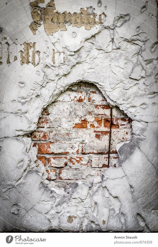 Fetter Einschuss Mauer Wand Fassade Stein Gold Zeichen Schriftzeichen Ornament alt authentisch außergewöhnlich bedrohlich dreckig dunkel kaputt retro rot weiß