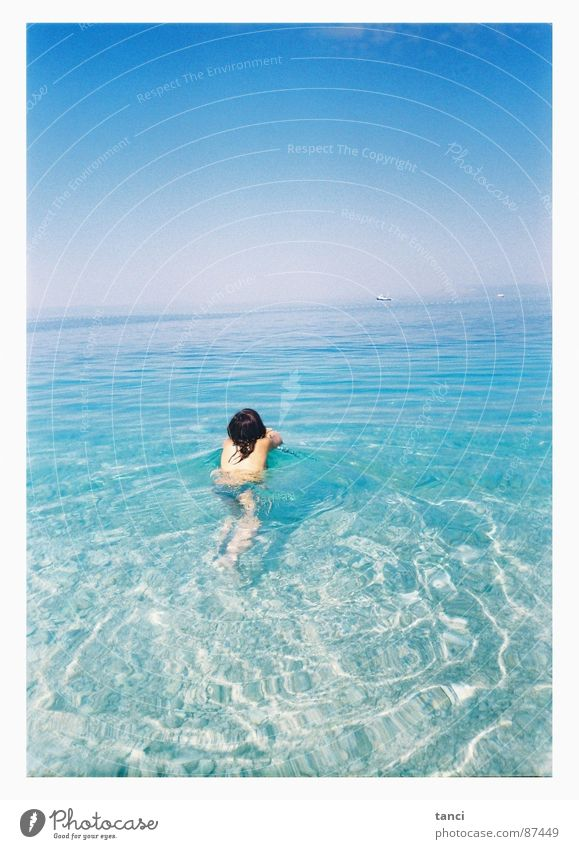 Früh morgens Frau Wasser Himmel Meer Sommer nass Rücken Kroatien Mittelmeer