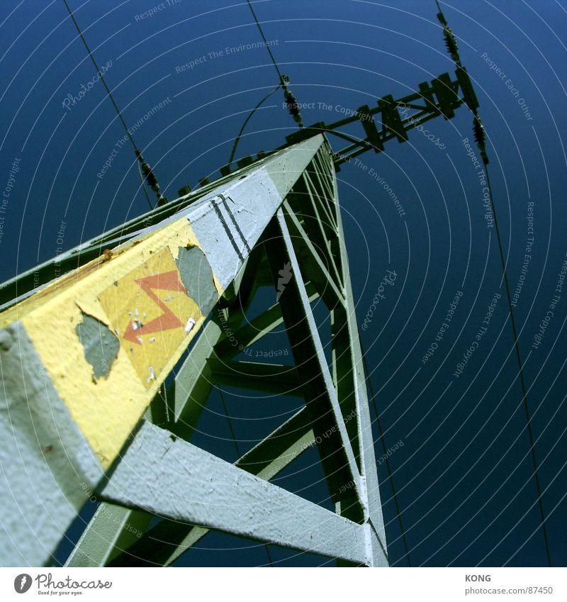 geometrisch elektrisch Elektrizität Kraft Stahl Eisen Konstruktion Versorgung Hochspannungsleitung Stromverbrauch Baustahl Detailaufnahme Elektrisches Gerät