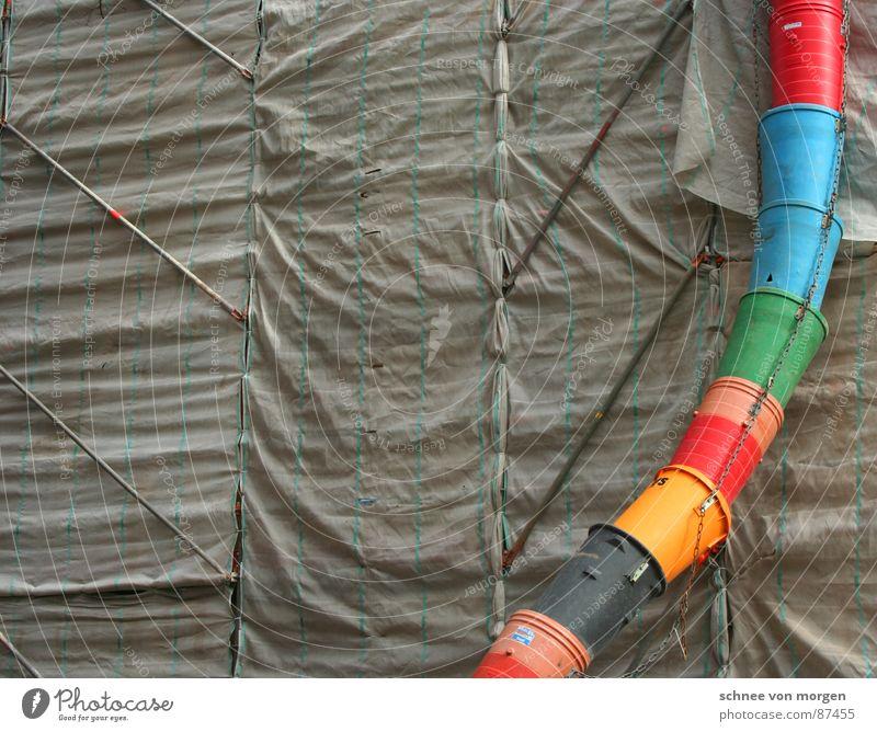 aufgepeppt. Baugerüst Baustelle Müll Abdeckung Sicherheit Bauarbeiter Dienstleistungsgewerbe verfallen zugehangen bauen
