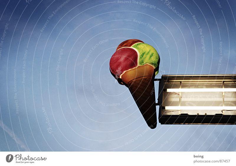 einmal Vanille, Pistacchio und Himbeer Speiseeis Gastronomie Werbung Kugel verfallen Süßwaren Neonlicht lutschen Waffel Eisdiele Leuchtstoffröhre Eiswaffel