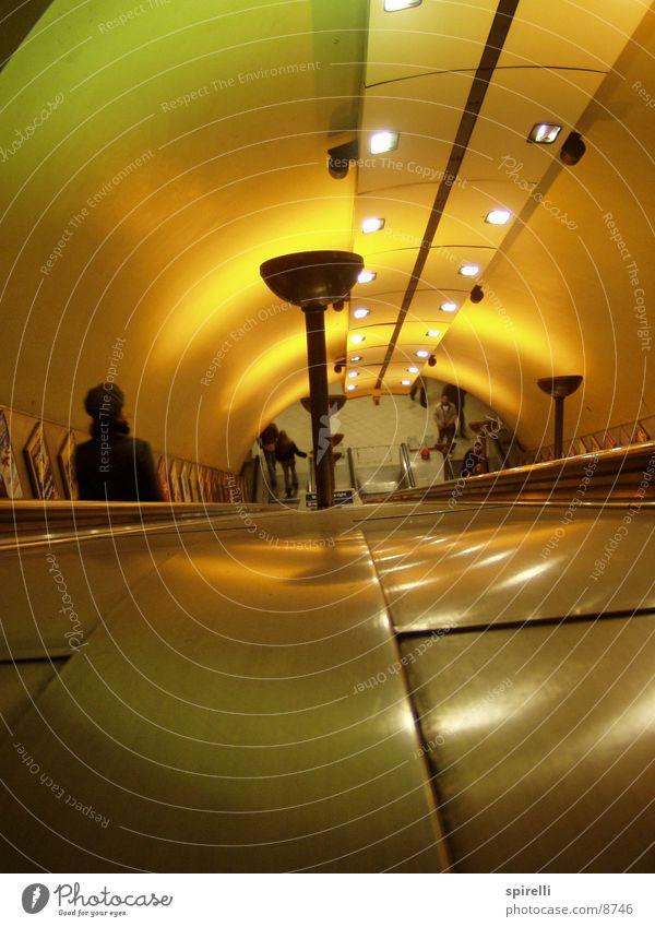 Turnpike Lane Escalator 2 Beleuchtung Architektur Treppe Tunnel U-Bahn London London Underground Rolltreppe