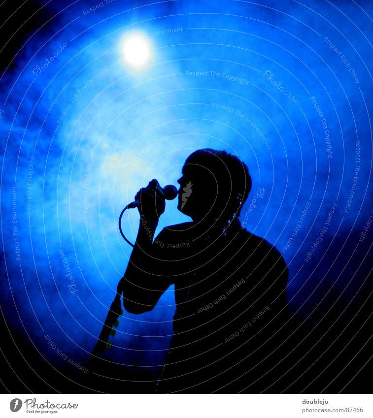 popstar scherenschnitt Mann Freude schwarz Musiker Nebel Show Konzert Rauch Rockmusik Band Gitarre Bühne Licht Mikrofon Klang