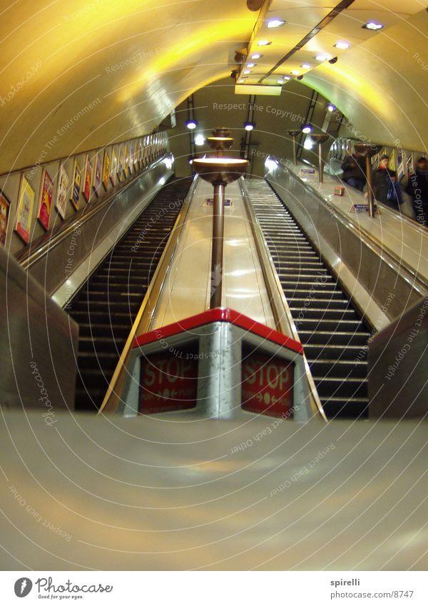 Turnpike Lane Escalator Beleuchtung Architektur Treppe stoppen Tunnel U-Bahn London London Underground Rolltreppe