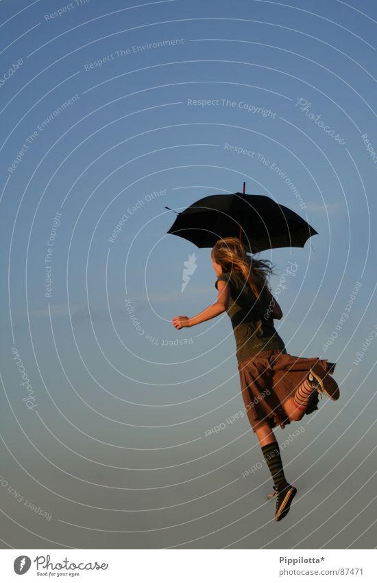 :::Follow the leader::: Frau Kind Mädchen Himmel Sommer Freude Leben Gefühle Bewegung Frühling Freiheit Glück Luft gehen Wind fliegen
