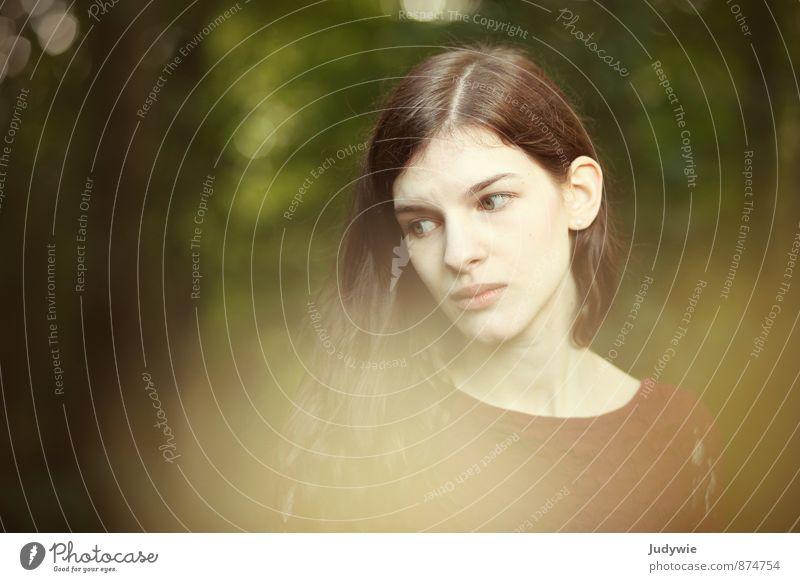 Elfe schön Mensch feminin Junge Frau Jugendliche Erwachsene Kopf 13-18 Jahre Kind 18-30 Jahre Umwelt Natur Sommer Herbst Park Wald brünett langhaarig träumen