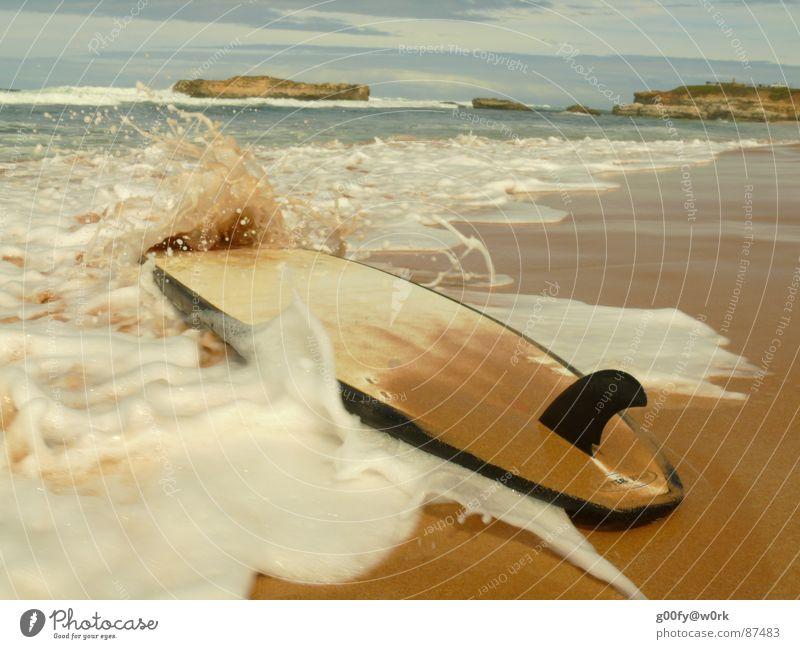 Jetzt aber schnell... Wasser Meer Freude Erholung Wellen Pause Surfen Australien Brandung Surfer gießen stagnierend Surfbrett Badestelle Finnen Wasserschwall