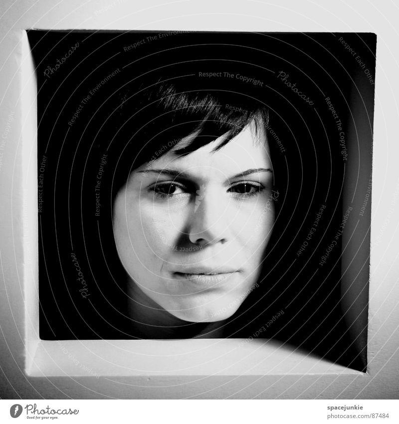 Ausblick (4) Frau Fenster Regal eingeengt Ausbruch Hoffnung Versteck Gefühlsausbruch Fensterbrett driften resignieren Aussicht Trauer Verzweiflung