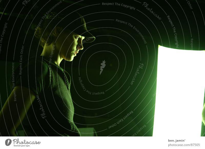 fotostudio Mensch grün schwarz Auge dunkel Konzentration ernst
