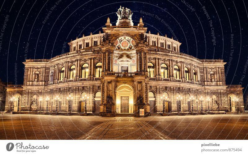Semperoper Dresden alt schwarz Architektur hell Kunst elegant gold Tourismus ästhetisch Stern Kultur historisch Wolkenloser Himmel Veranstaltung Wahrzeichen Stadtzentrum