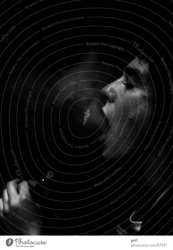 Shisha - Hookah oder Wasserpfeife schwarz schädlich Rauch Low Key Frauengesicht Porträt Profil inhalieren gesundheitsschädlich Gesundheitsrisiko