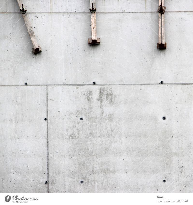 Zwangskontext Arbeit & Erwerbstätigkeit Handwerker Schraube Halterung Baustelle Bauwerk Gebäude Stein Beton Holz Linie Loch anstrengen Partnerschaft Erwartung
