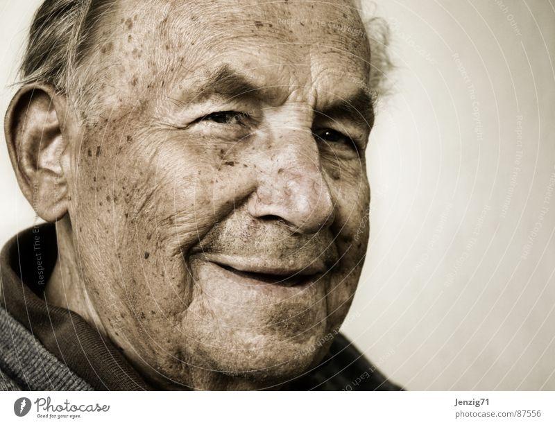 Großvater. Senior Ruhestand zurückziehen alt alter Mensch im Alter im hohen Alter Gerontologie Männlicher Senior sehr alt lachen in den ruhestand treten