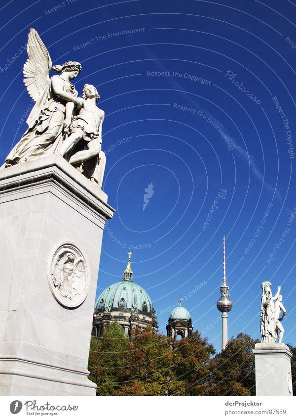 steinige Liebe Himmel Berlin Stein Engel Statue historisch Skulptur Dom Bla Gotteshäuser Lustgarten