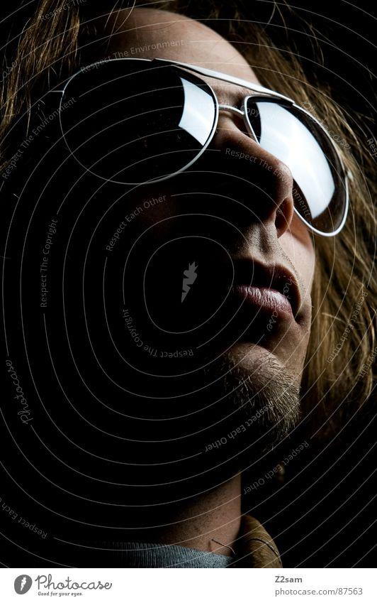 sunshine in my eyes Brille Sonnenbrille Pilotenbrille Mann blond Bart Porträt Spiegel Licht links dunkel Ferne erhaben Stil lässig Auge Schatten man