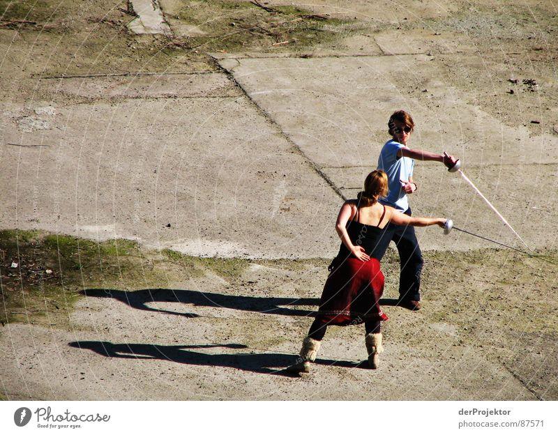 Aphalt-Duell 5 Degen Fechten Frau Asphalt Kraft Schatten kämpfen