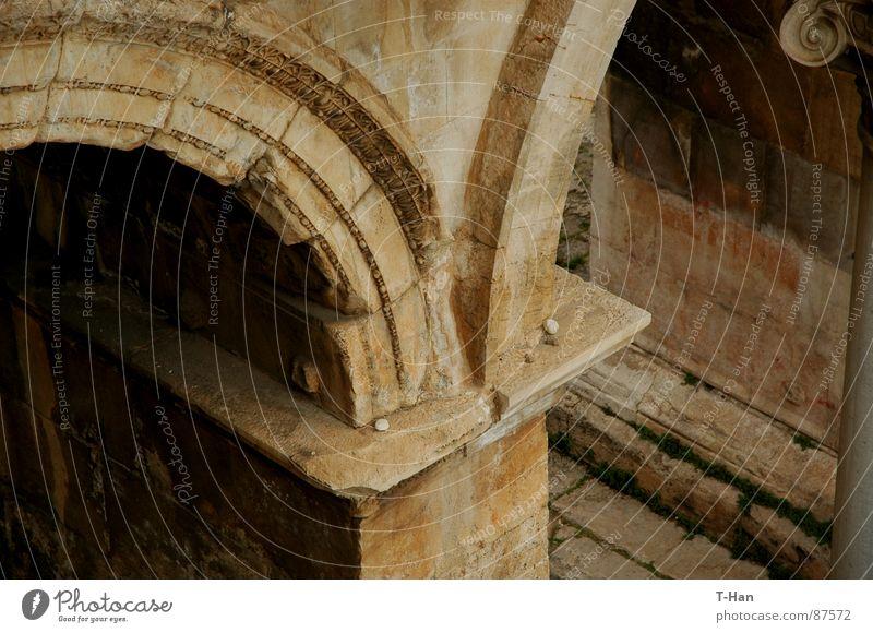 Gate, Turkiye Antalya gelb historisch door Turkey stone humanscale