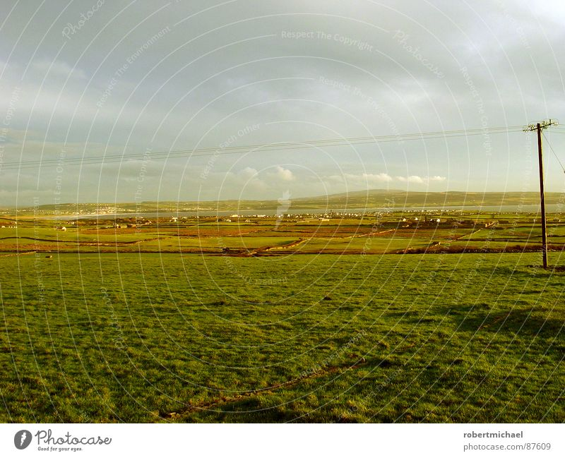 lange leitung? Himmel Natur grün schön Pflanze Wolken ruhig Ferne gelb Wiese Berge u. Gebirge Landschaft Gras Frühling Luft Regen